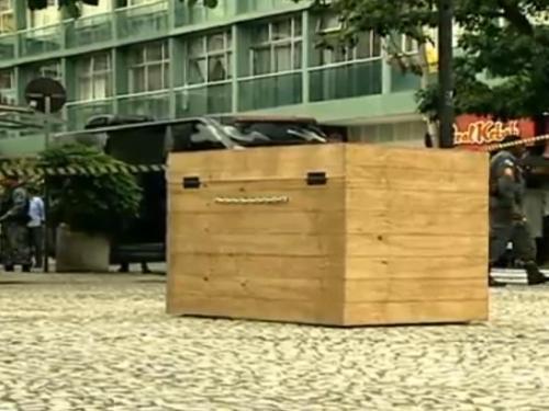 Caixões espalhados na cidade do Rio de Janeiro geraram polêmica!