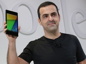 O brasileiro Hugo Barra, vice-presidente do Google, revela o tablet Nexus 7 (Foto: AFP)