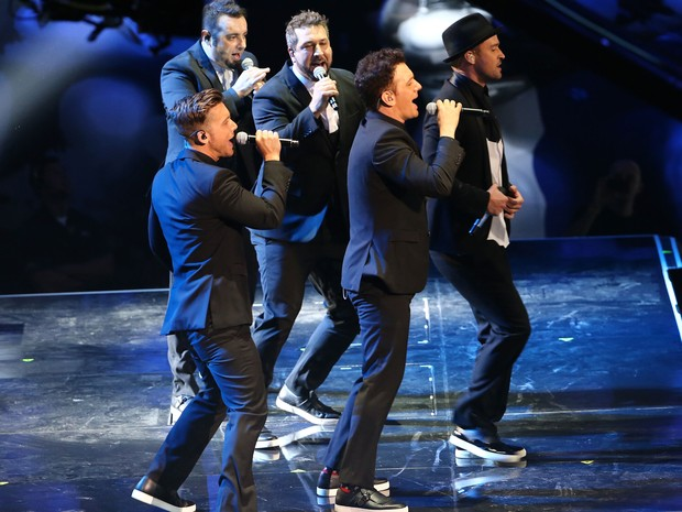 JC Chasez, Lance Bass, Justin Timberlake, Joey Fatone e Chris Kirkpatrick, do 'N Sync, se apresentam no VMA 2013 (Foto: Rick Diamond/Getty Images for MTV/AFP )