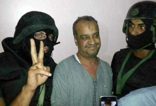 Beltagi após ser preso nesta quinta-feira (29) (Foto: Ministério do Interior do Egito/AP)