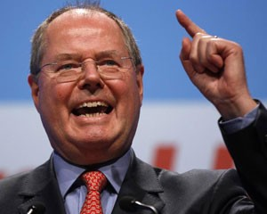 Ex-ministro das Finanças e líder da oposição Social Democraca na Alemanha, Peer Steinbrueck é visto durante convenção do partido em Muenster, na Alemanha (Foto: Ina Fassbender/Reuters)