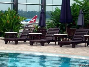 Aeroporto de Changi, em Cingapura, conta com instalações luxuosas e até piscina (Foto: WikiCommons)