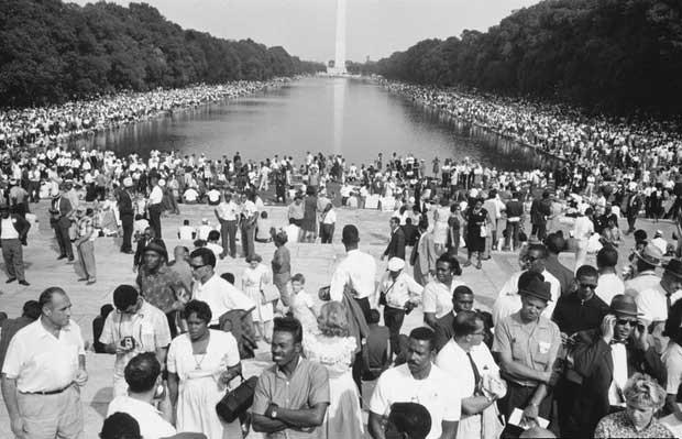 Mais de 200 mil norte-americanos se juntaram à marcha em Washington DC exigindo justiça para todos os cidadãos perante a lei (Foto: Estate of Leonard Freed/Magnum Photos)