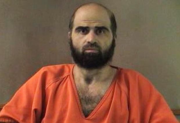 O ex-psiquiatra do Exército americano Nidal Hassan em foto sem data divulgada pelas autoridades (Foto: AP)