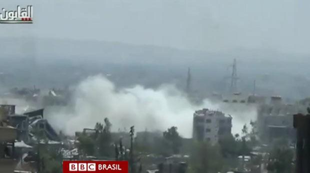 Imagens fortes de vídeos amadores são destrinchadas para se determinar detalhes do que pode ser um dos capítulos mais terríveis do conflito. (Foto: BBC)