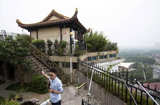 Templo privado fica no alto de um edifício em Shenzhen. (Foto: Tyrone Siu/Reuters)