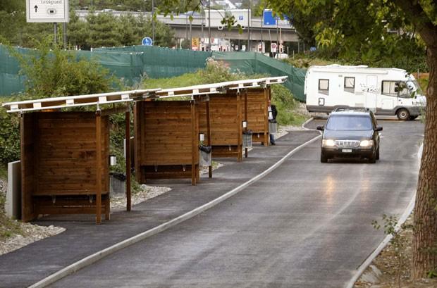 Drive-in foi aberto na segunda-feira em Zurique (Foto: Arnd Wiegmann/Reuters)
