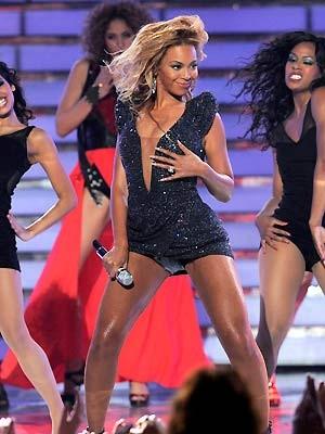 A cantora Beyoncé durante a final do programa 'American idol', em maio último (Foto: AP)
