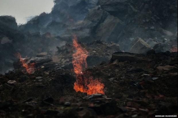 Jharia sofre com fogo, calor, doenças e fumaça tóxica (Foto: Arindam Mukherjee)