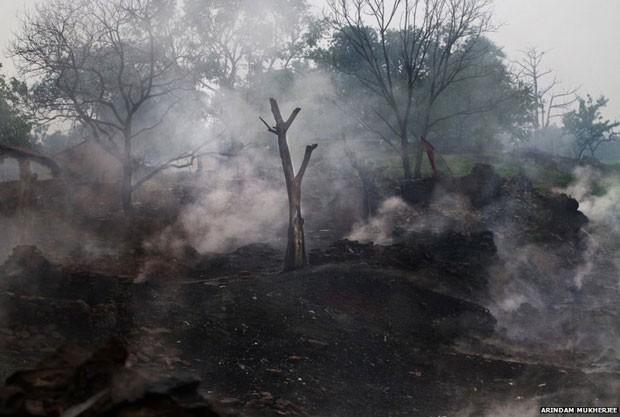 Todos os esforços para acabar com o fogo não funcionaram (Foto: Arindam Mukherjee)