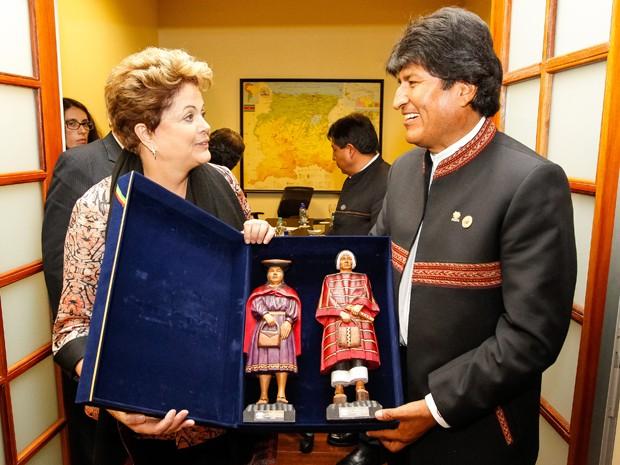 A presidente Dilma Rousseff após encontro bilateral com o presidente da Bolívia, Evo Morales, em Paramaribo, no Suriname (Foto: Roberto Stuckert Filho/PR)