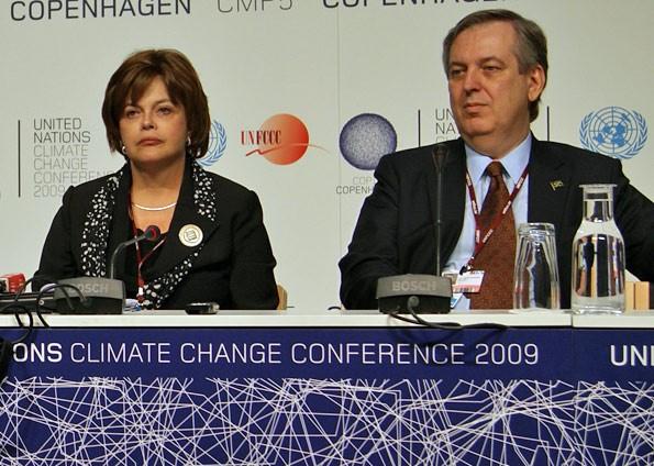Dilma, então ministra da Casa Civil, e Figueiredo, durante a conferência do clima, em 2009, na Dinamarca (Foto: Dennis Barbosa/G1)