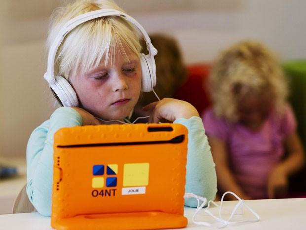 Aluno da Steve Jobs School, na Holanda (Foto: Michael Kooren/Reuters)