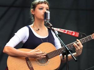 Mallu Magalhães chorou durante sua apresentação no Festival Planeta Terra (Foto: Orlando Oliveira /AgNews)