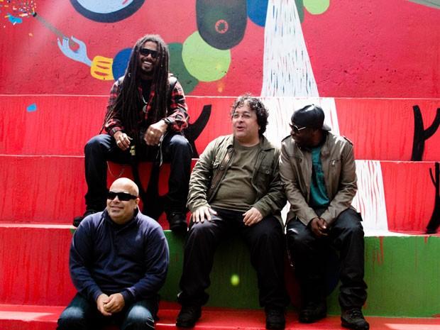 O grupo O Rappa em cena do clipe de 'Auto-reverse', dirigido por Mauricio Eça (Foto: Divulgação)