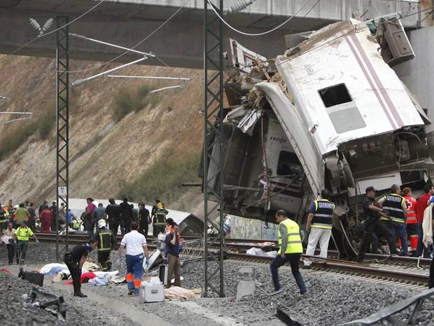 O trem fazia o trajeto entre a capital espanhola, Madri, e a localidade galega de Ferrol, a 95 quilômetros de Santiago de Compostela (Foto: El correo Gallego/Antonio Hernandez/AP)