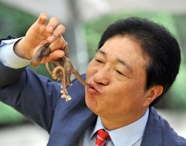 Polvo é uma iguaria bastante apreciada no país (Foto: Jung Yeon-je/AFP)