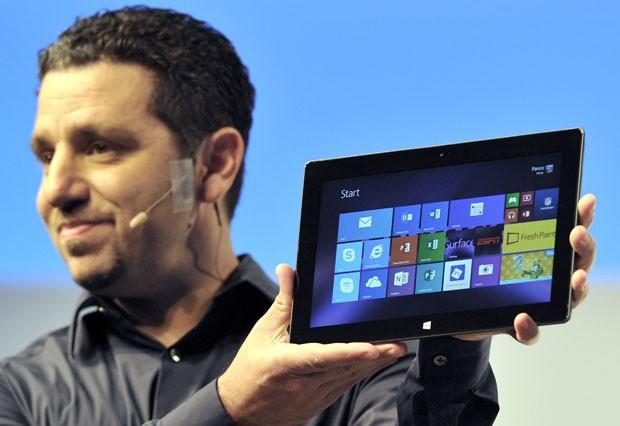 Microsoft apresneta Surface 2, nova versão de seu tablet (Foto: TITimothy Clary/AFP)