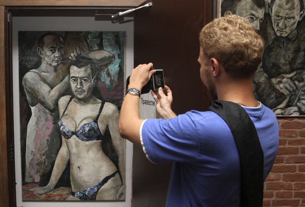 Obra estava em exposição em museu em São Petersburgo. (Foto: Reuters)