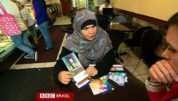 Foto de passaporte falso sul-afircano mostra Samantha Lewthwaite, que segundo a chanceler queniana seria uma das terroristas; o movimento Al-Shebab nega (Foto: AFP)