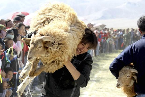 Competição fez parte da celebração da colheita (Foto: China Daily/Reuters)