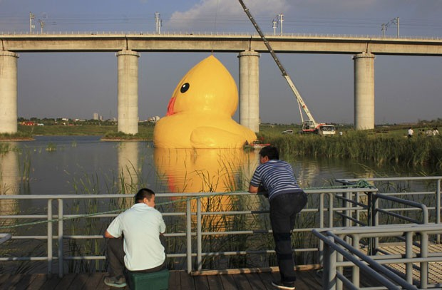 Obra ficará exposta na capital chinesa até o dia 23 de setembro (Foto: Stringer/Reuters)
