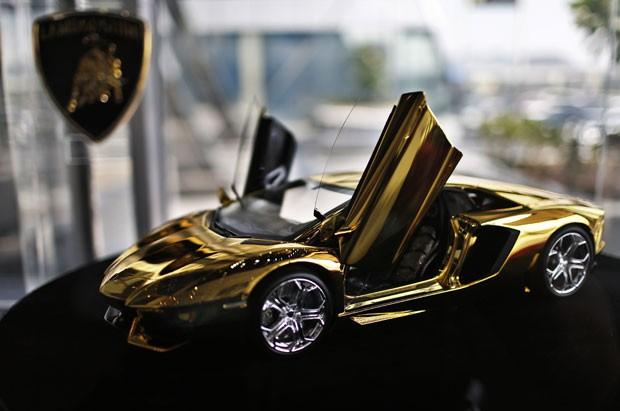 Lamborghini feita de ouro tenta entrar para o Guinness, livro dos recordes (Foto: Ahmed Jadallah/Reuters)