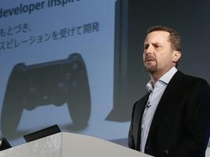 Andrew House, presidente da Sony, durante anúncio na Tokyo Game Show (Foto: Koji Sasahara/AP)