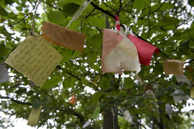 'Árvore dos desejos' fica no parque Friedrichshain, na capital Berlim (Foto: John Macdougall/AFP)