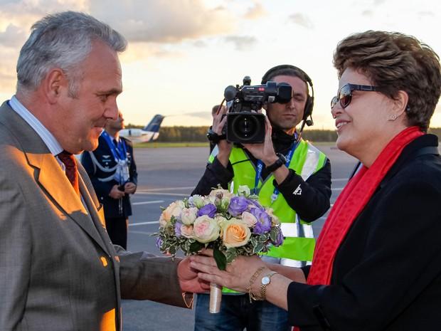 Dilma recebe cumprimentos ao chegar a São Petesburgo, Rússia (Foto: Roberto Stuckert Filho/PR)