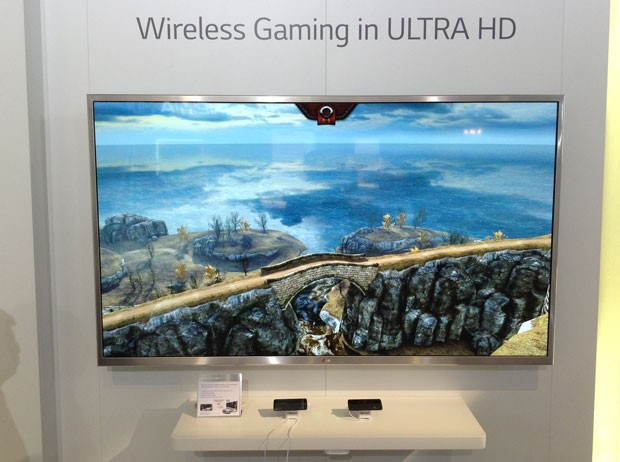 TV de UHD melhora gráficos dos games para smartphones (Foto: Bruno Araujo/G1)