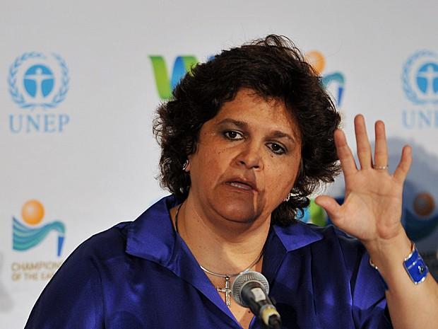 Ministra Izabella Teixeira fala em coletiva durante entrega do prêmio 'Campeões da Terra' (Foto: Stan Honda/AFP)