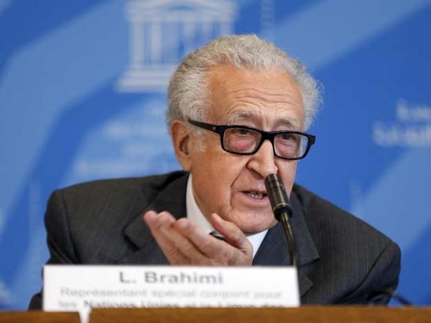 Enviado especial da ONU para a Síria, Lakhdar Brahimi fala durante uma coletiva de imprensa na Unesco no dia 29 de agosto (Foto: Francois Guillot/ AFP)