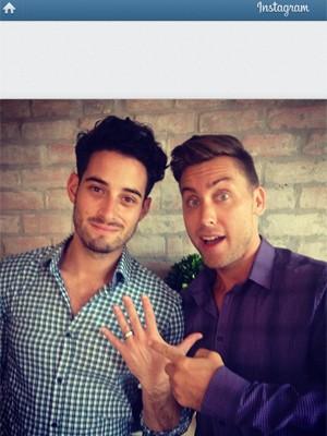 Lance Bass posa com o noivo em foto do Instagram do ex-membro do 'N Sync (Foto: Reprodução/Instagram)