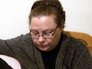 Rosangela Macial aguarda notícias da filha detida na Rússia (Foto: Ivani Schutz/RBS TV)