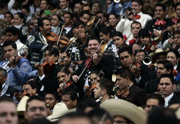 Recorde foi quebrado com 700 mariachis na cidade de Guadalajara (Foto: Alejandro Acosta/Reuters)