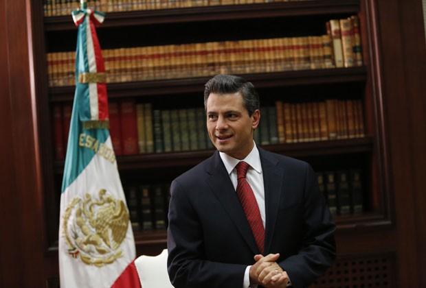 Peña Nieto em foto desta segunda-feira (10) (Foto: Claudia Daut/Reuters)