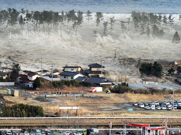 quake tsunami (Foto: Kyodo News/AP)