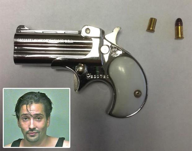 Mark Gregory Valadez foi flagrado com uma arma escondida no reto depois de entrar na prisão (Foto: Divulgação/Oklahoma County Sheriff's Office)