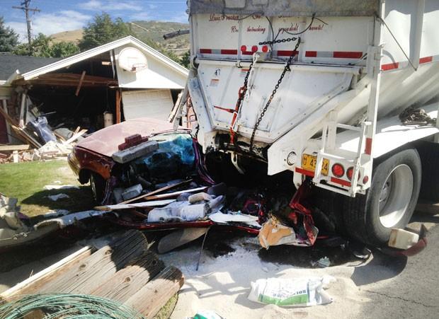 Segundo autoridades, ninguém ficou ferido no acidente (Foto: South Davis Metro Fire Agency/AP)