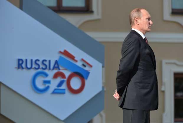 Presidente da Rússia Vladimir Putin espera que os chefes de Estado no início da cúpula do G20 (Foto: Alexey Kudenko/ G20Rússia/ AFP)