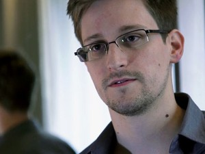 Ex-técnico da CIA Edward Snowden divulgou documentos secretos (Foto: The Guardian/AP)