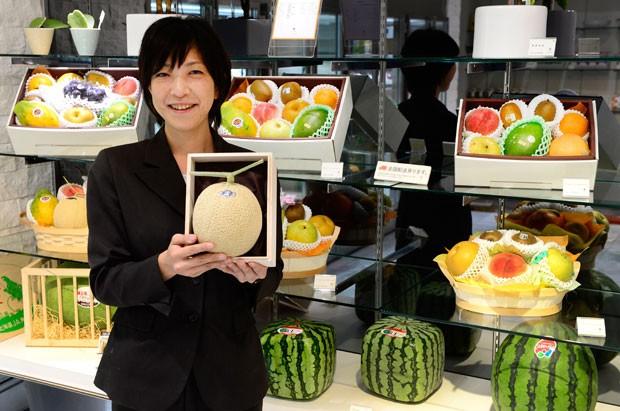 Famosas melancias quadradas chegam a custar mais de R$ 400 (Foto: Toru Yamanaka/AFP)