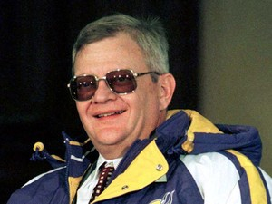 O escritor best-seller Tom Clancy em foto tirada em 1998 (Foto: REUTERS/Eric Miller/Files)