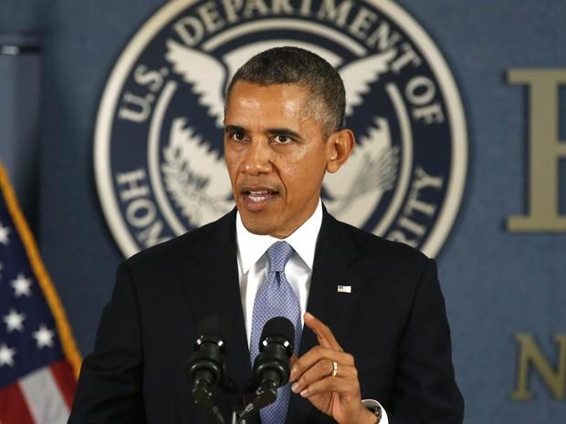 O presidente dos EUA, Barack Obama, fala em coletiva de imprensa sobre a crise no Congresso americano, durante visita à Agência Federal de Administração de Emergências, em Washington DC. (Foto: Kevin Lamarque/Reuters)