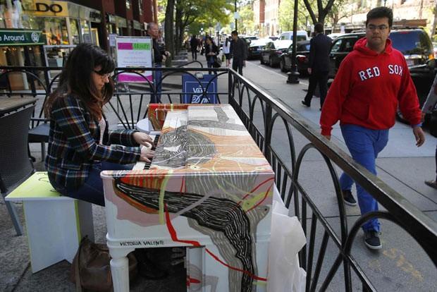 Festival em Boston põe 75 pianos em locais públicos (Foto: Brian Snyder/Reuters)