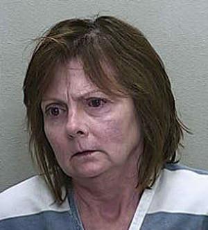 Karen Worley Drake foi encontrada dormindo seminua dentro do próprio carro (Foto: Divulgação/Marion County Jail)
