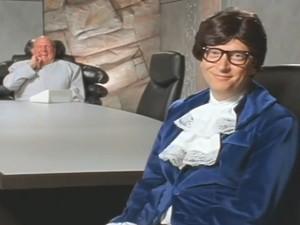 Bill Gates encenou Austin Powers em vídeo (Foto: Reprodução/YouTube/James Etue)