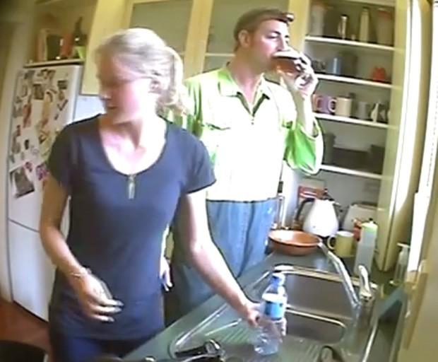 Homem foi pego de surpresa ao ver todo o sistema de água da casa substituído por cerveja (Foto: Reprodução/YouTube/LittleJohnnyNZ)