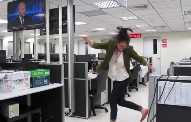 Marina Shifrin pediu demissão enquanto dançava em vídeo, dizendo quais os pontos negativos de seu antigo emprego (Foto: Reprodução/YouTube/mvsdzb)
